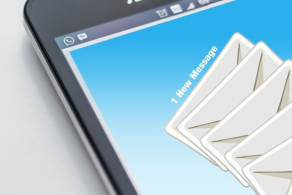 how email and mobile devices can interfere with effective communication - your crisis team